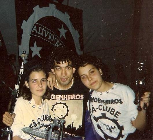 Nilson com duas fãs de Porto Alegre: Andreia e Letícia